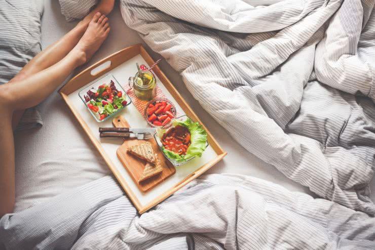 Śniadanie sypialnia na poddaszu